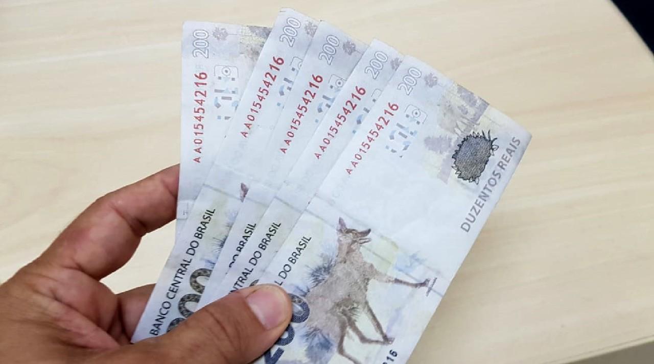 Homem é preso após usar notas falsas de R$ 200 para comprar peixe e tentar levar carne em Carpina, na Zona da Mata