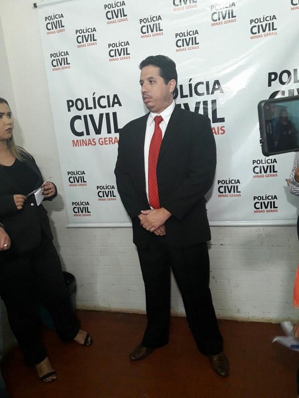 Delegado Rafael Herrera de Uberlândia disse em coletiva que a suspeita do crime mudou versão quatro vezes  (Foto: Polícia Civil/ Divulgação)