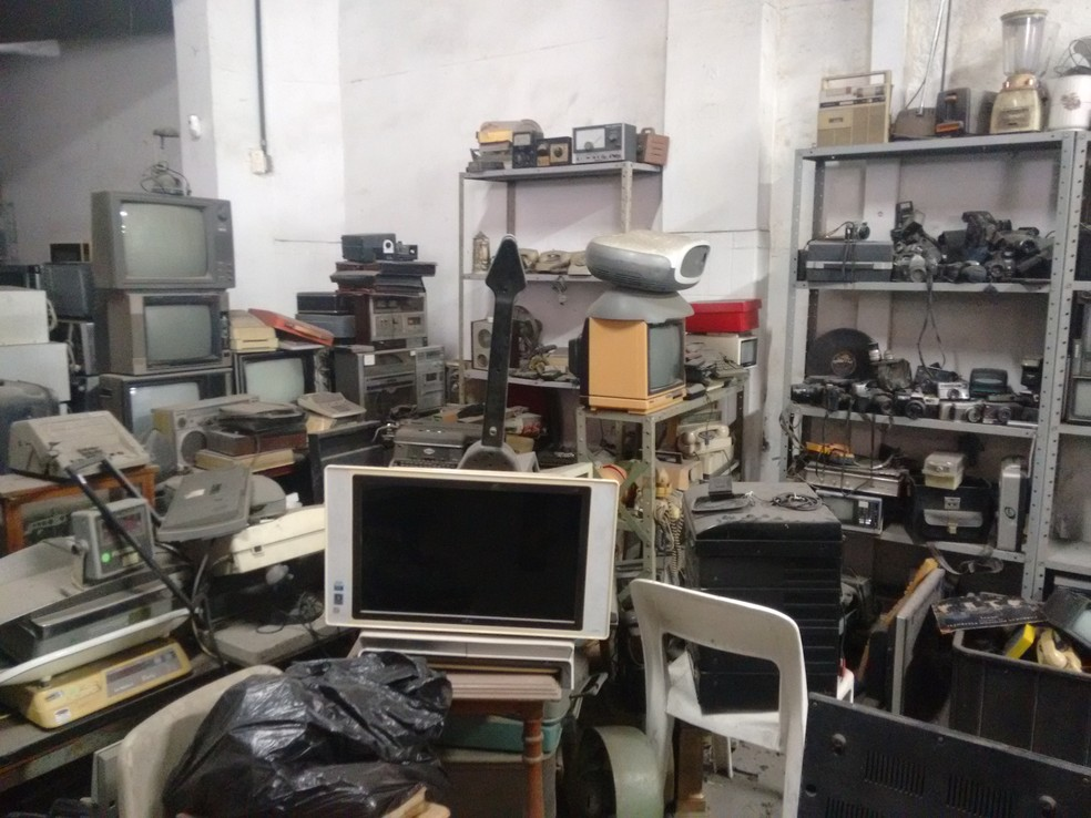 Depósito de sucata eletrônica do Settaport: mais de 200 toneladas recolhidas em 2018 — Foto: Daniel Gois