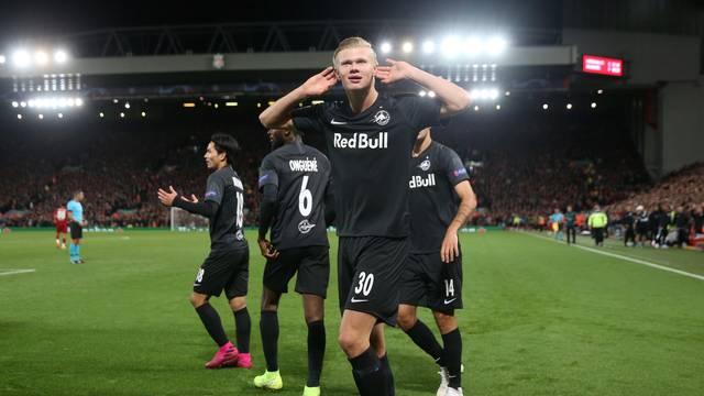 Haland na comemoração do gol de empate do RB Salzburg contra o Liverpool