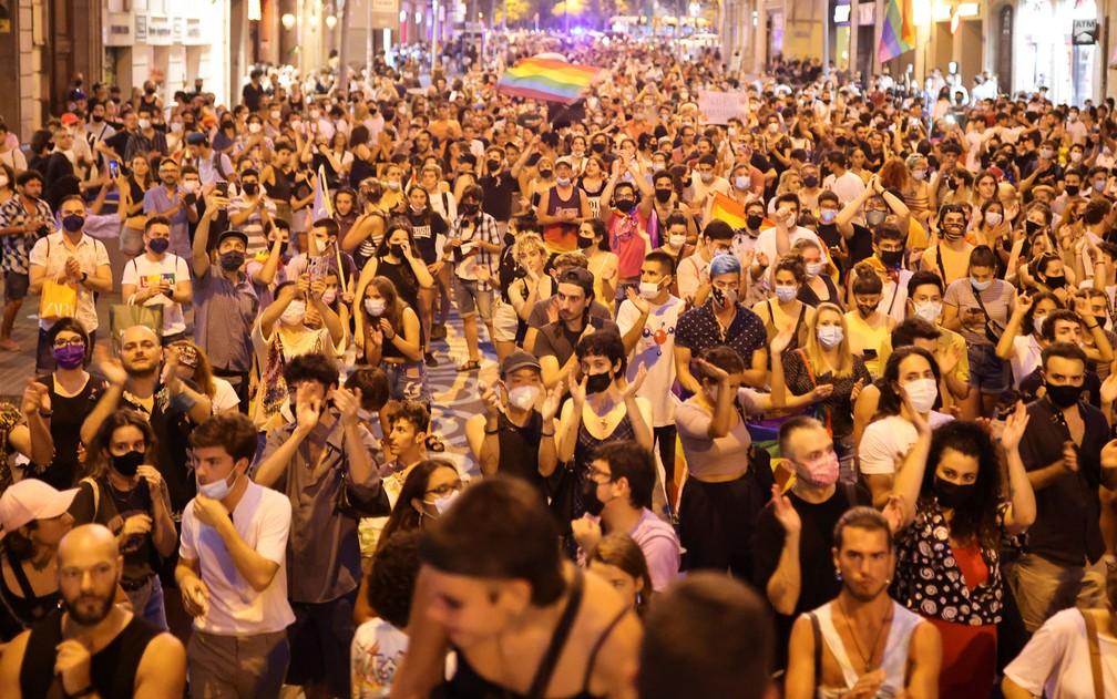 Protesto nesta segunda-feira (5) em Barcelona após a morte de Samuel Luiz Muñiz em Coruña, no fim de semana — Foto: Nacho Doce/Reuters