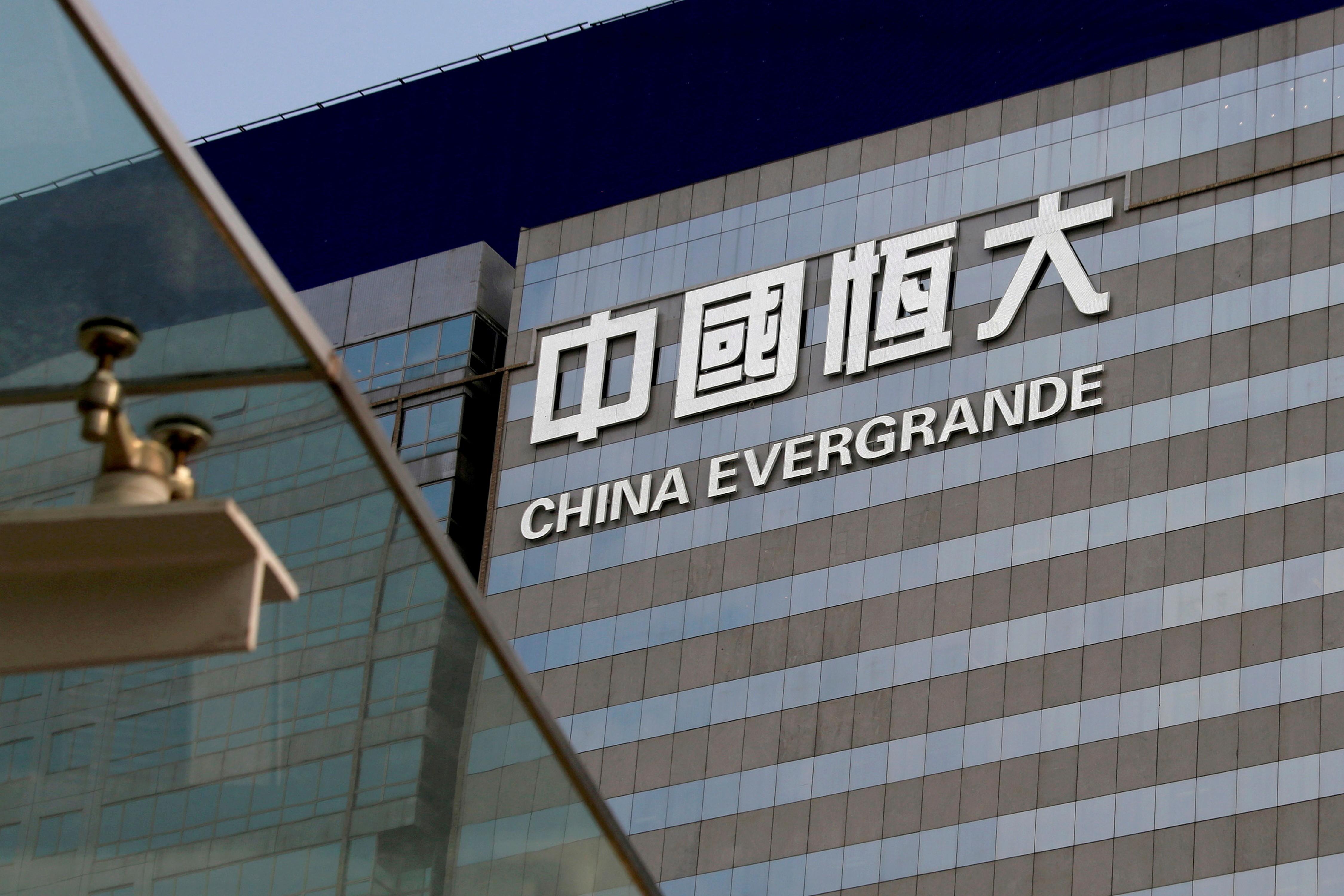 Ações da Evergrande caem mais de 10% no retorno à Bolsa