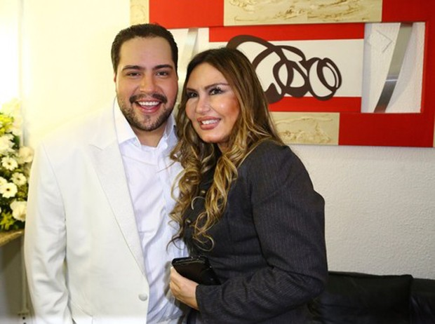 Tiago Abravanel e Rosanah Fienngo (Foto: AgNews)