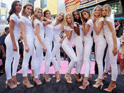 Lais em Nova York com as novas angels da Victoria's Secret