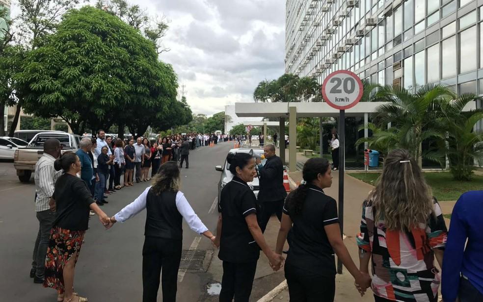 Servidores do Ministério do Trabalho ocupam Esplanada dos Ministérios em ato contra extinção da pasta — Foto: Maíra Alves/G1