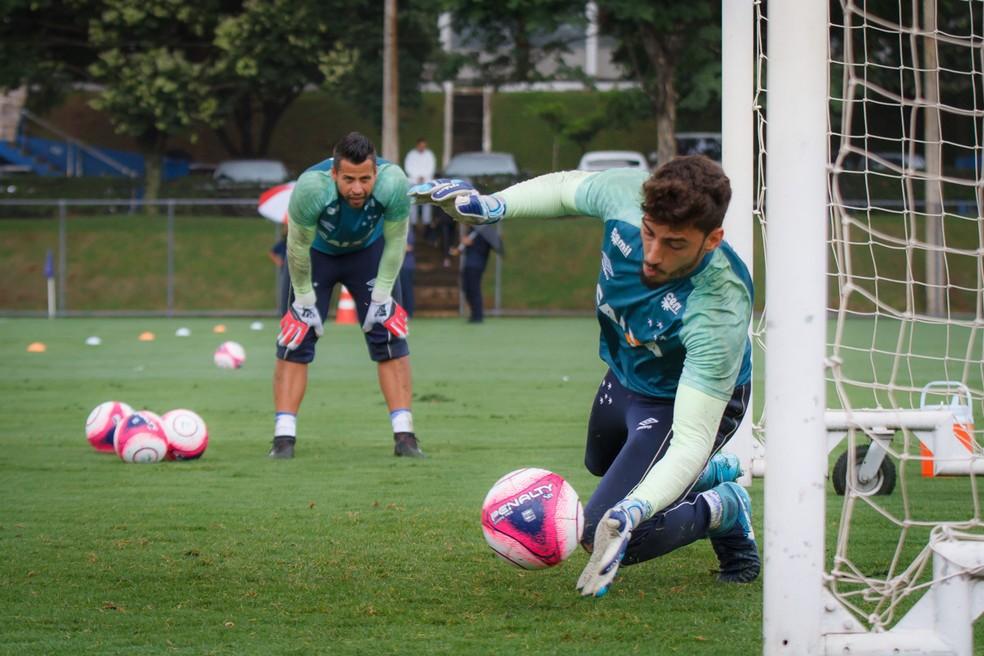 Rafael está de prontidão para assumir a vaga de Fábio, caso necessário, no jogo desta terça-feira (Foto: Cruzeiro/Divulgação)