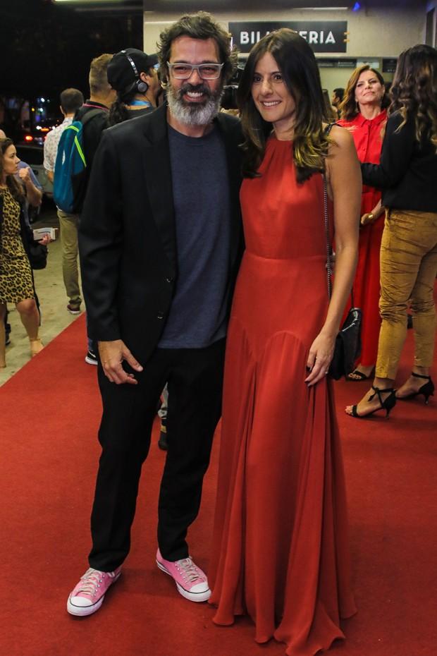 Bruno Mazzeo e Joana Jabace no tapete vermelho do Prêmio APCA 2020 (Foto: AgNews)