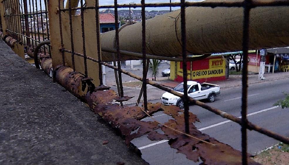 Passarelas apresentam ferrugens e estruturas causam risco, segundo fiscais — Foto: Reprodução/Inter TV Cabugi