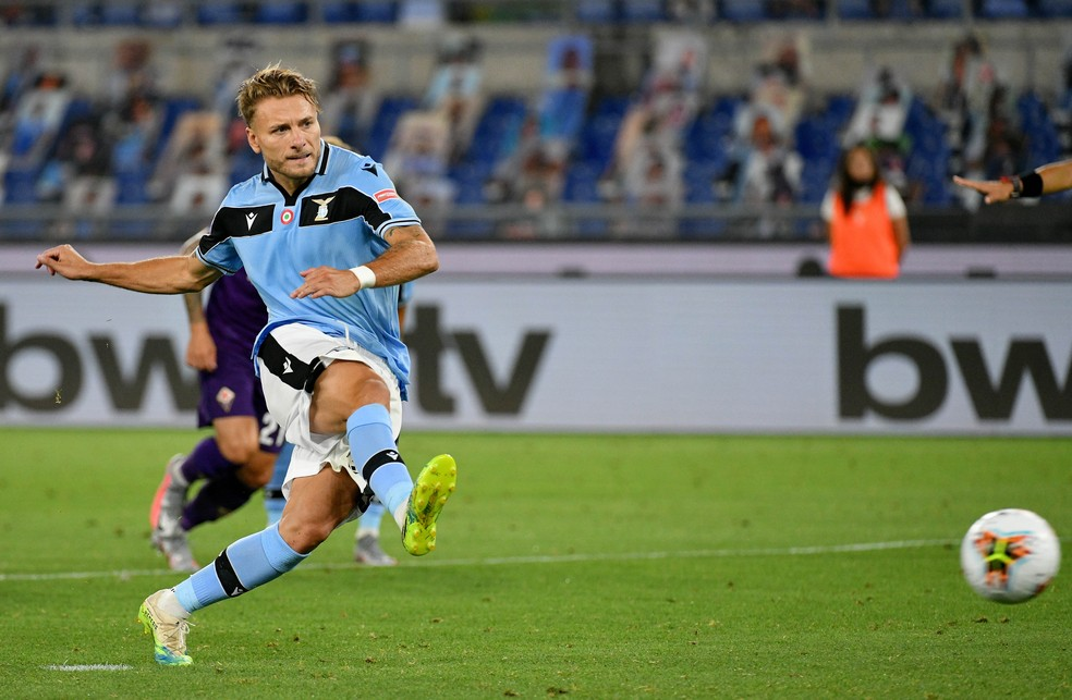 Immobile empatou para a Lazio contra a Fiorentina em cobrança de pênalti — Foto: Getty Images