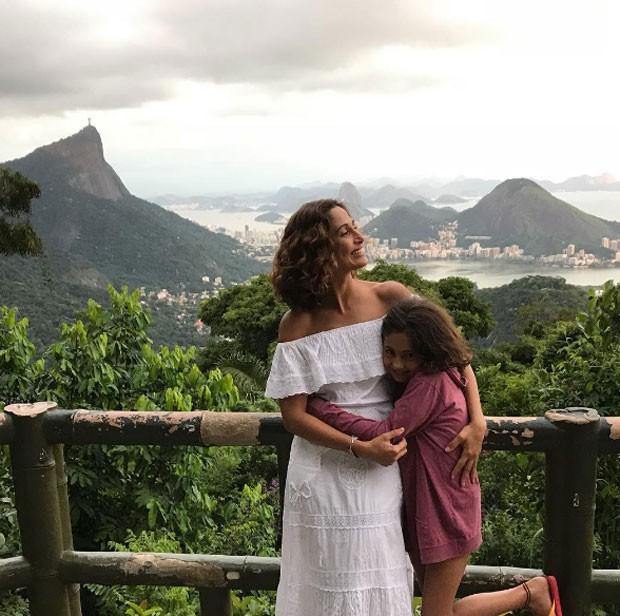 Camila Pitanga e Antônia (Foto: Reprodução)