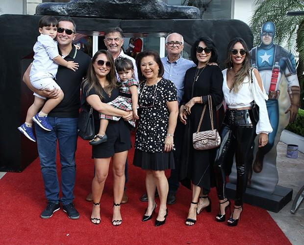 Karina Sato ao lado do marido Felipe realizaram festa de 4 anos para o filho Felipe (Foto: Thiago Duran/AgNews)