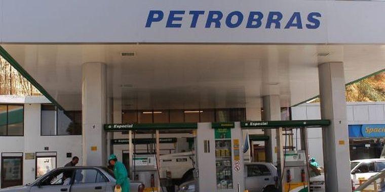 Posto de gasolina com combustível da Petrobras