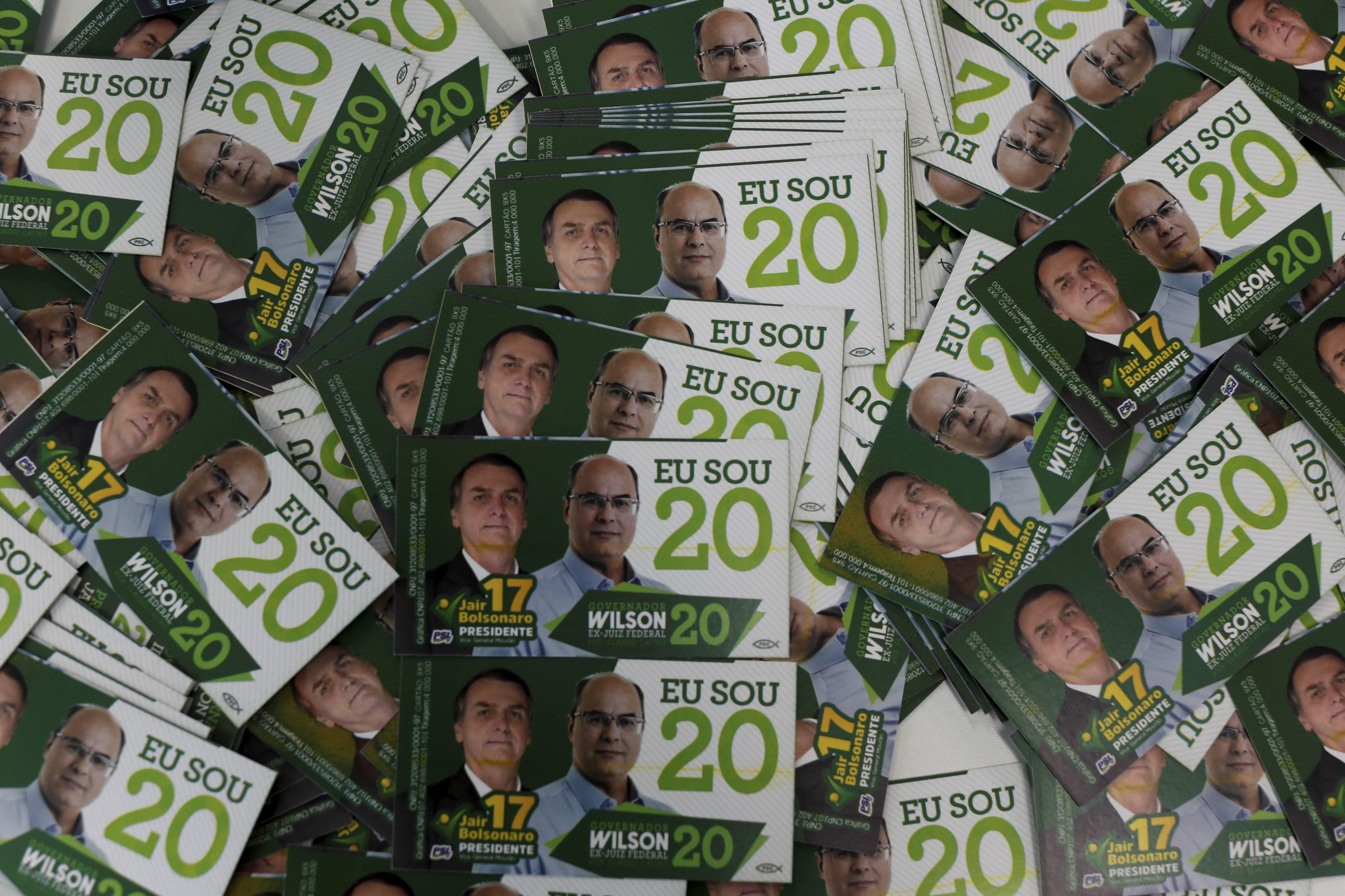 Witzel usa imagem de Bolsonaro em santinhos