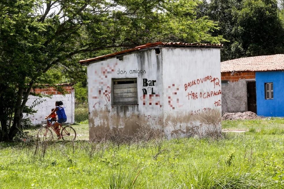 Facções criminosas escrevem ameaças em áreas indígenas do Ceará — Foto: Helene Santos/SVM