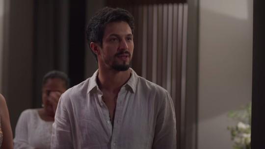 Marcos descobre que Paloma está solteira