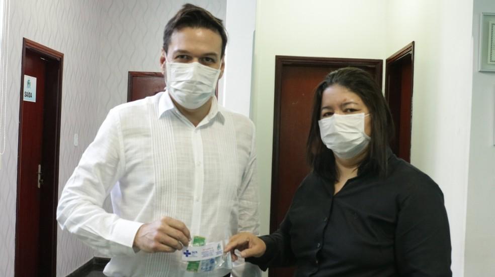 Prefeito Roberto Farias e a secretária de Saúde, Clênia Monteiro — Foto: Prefeitura de Barra do Garças-MT/Assessoria