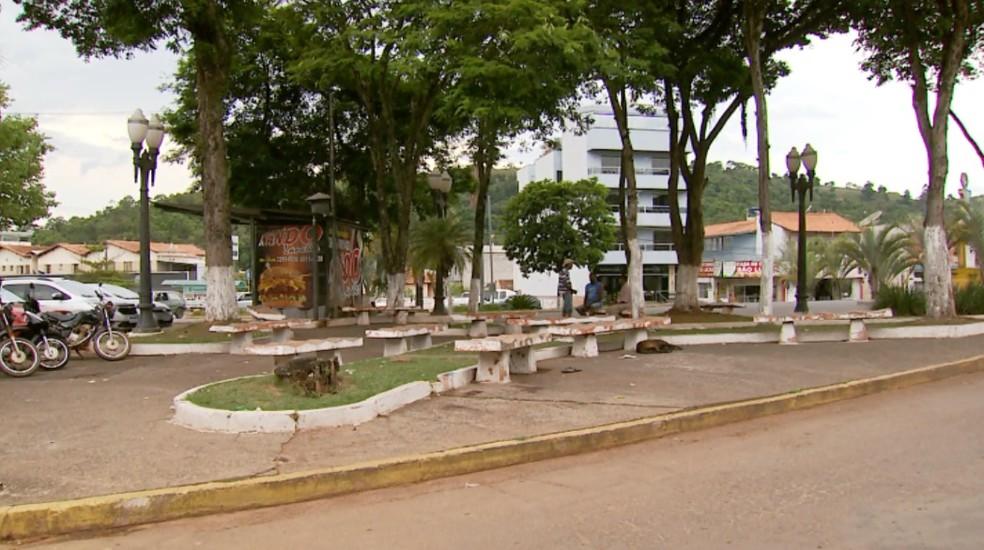 Mulher morre após ser esfaqueada durante discussão em praça de Machado (MG) — Foto: Reprodução/EPTV