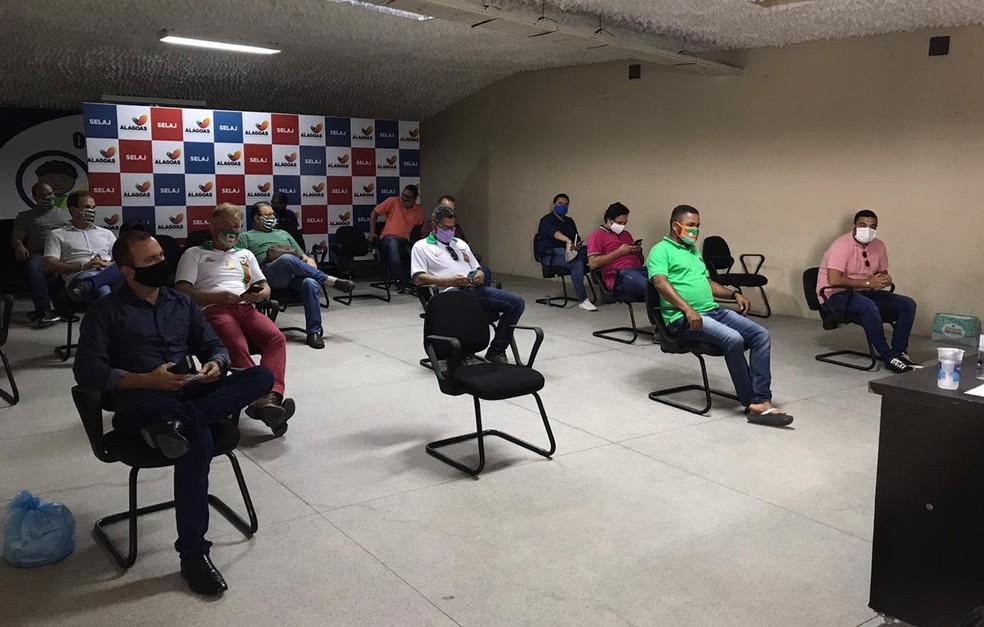 Reunião discutiu o retorno do Campeonato Alagoano 2020 — Foto: Divulgação/Ascom FAF
