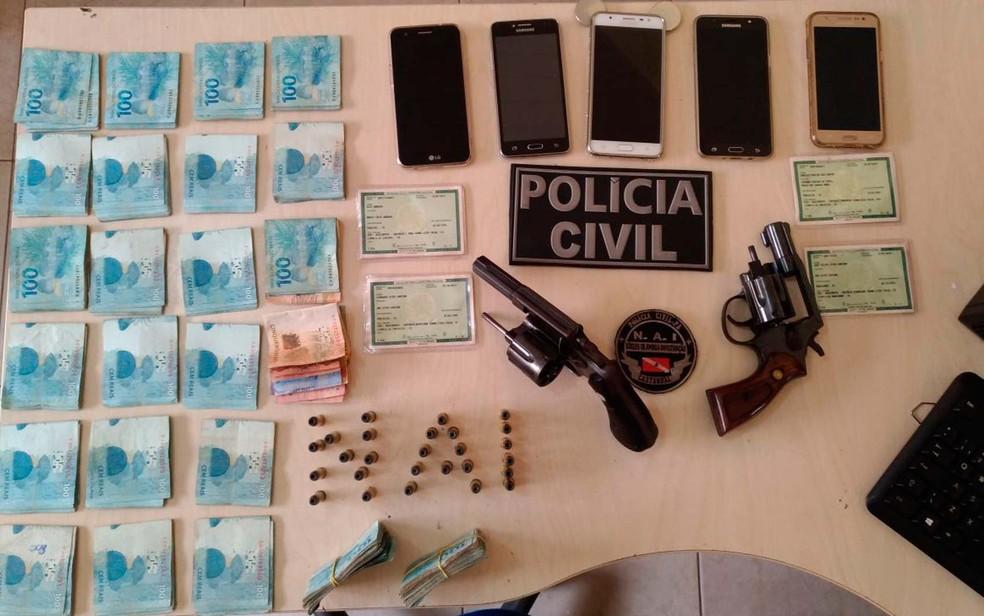 Ciganos suspeitos de envolvimento na morte PM na Bahia são presos no Pará com armas e R$ 28 mil  (Foto: Divulgação/Polícia Civil)