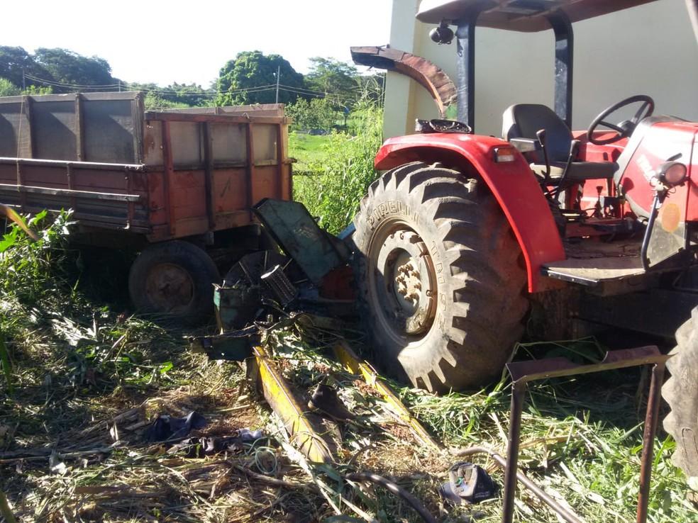 Homem trabalhava em uma máquina colheitadeira de forragem — Foto: Corpo de Bombeiros/ Divulgação