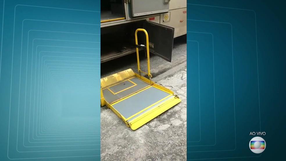 Elevador para deficientes despencou e cadeirante se feriu. (Foto: Reprodução / TV Globo)