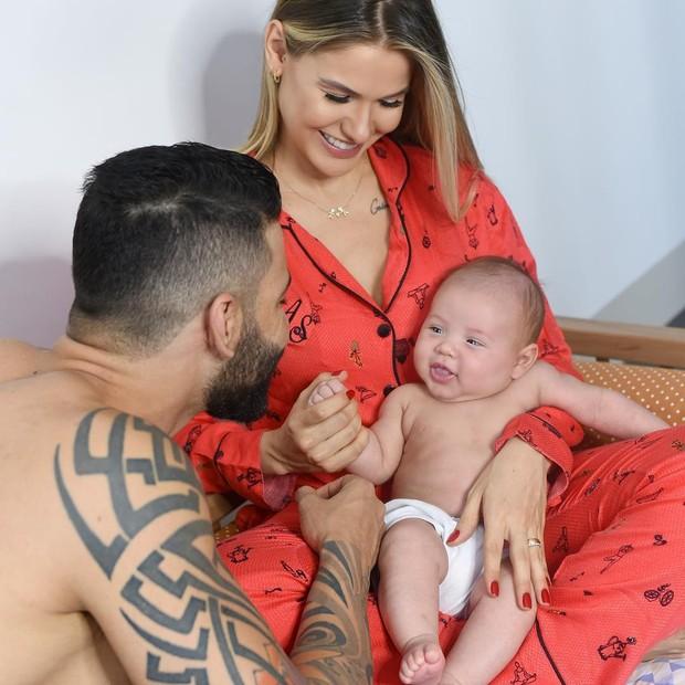 Gusttavo Lima e Andressa Suita com Samuel (Foto: Reprodução/Instagram)