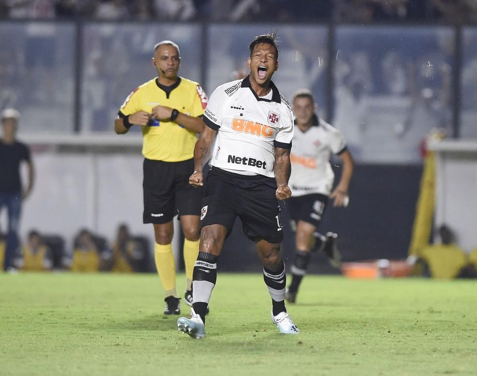 Guarin comemora gol pelo Vasco diante do Grêmio — Foto: André Durão/GloboEsporte.com