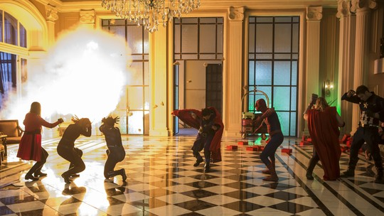 Confira os bastidores do 'Lata Velha' com os 'Vingadores'