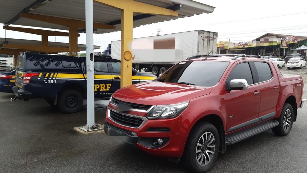 Caminhonete apreendida em São Caetano havia sido roubada em Ibimirim — Foto: PRF/Divulgação