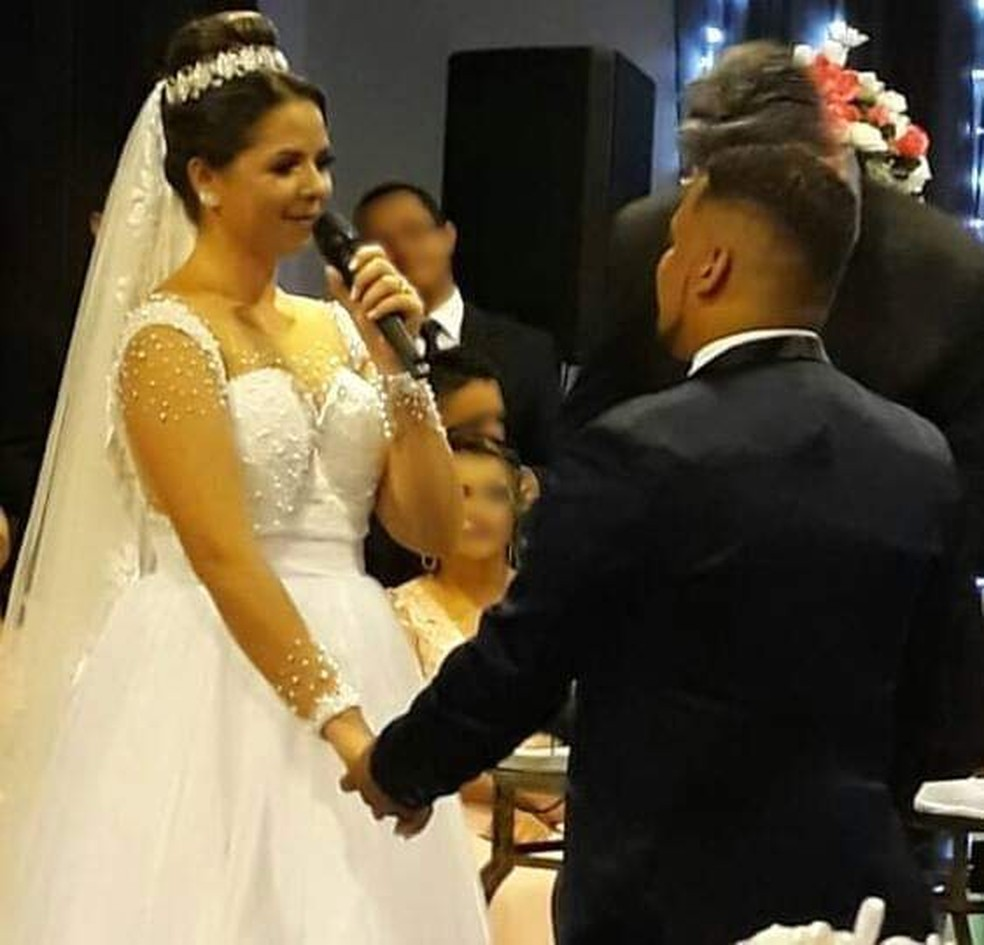Regiane e Luiz Augusto casaram-se no último sábado: furto na residência gerou prejuízo estmado de R$ 20 mil — Foto: Arquivo pessoal