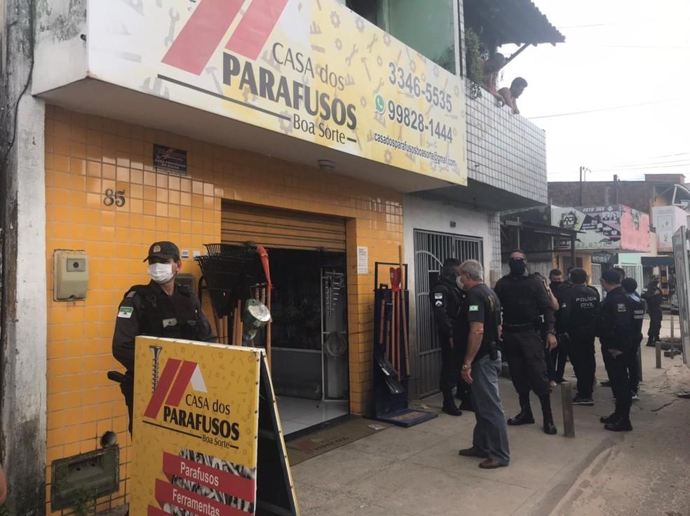 Crime aconteceu dentro de loja de parafusos na avenida Boa Sorte, em Nossa Senhora da Apresentação.  — Foto: Carlos Dhaniel/Inter TV Cabugi