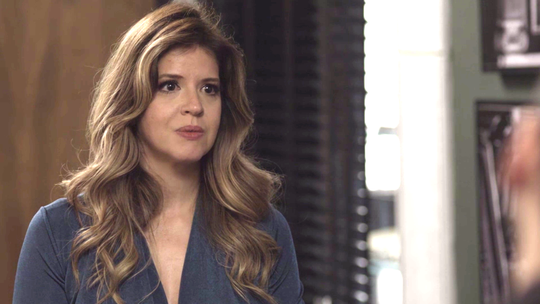 Maria Pia diz que faria tudo por Eric e levanta suspeita de Antônia