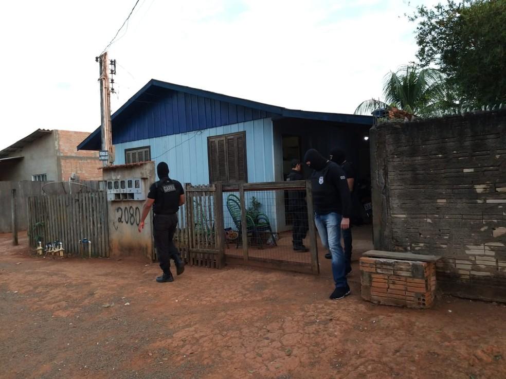 Operação cumpre mandados em Vera, Sinop e Cuiabá — Foto: Bruno Bortolozo/TVCA