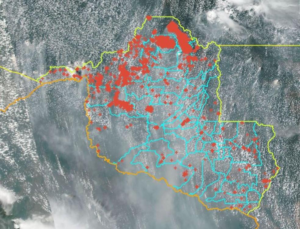 Focos de queimadas registrados pelo satélite de referência do Inpe entre os dias 1º e 26 de agosto em Rondônia — Foto: Reprodução