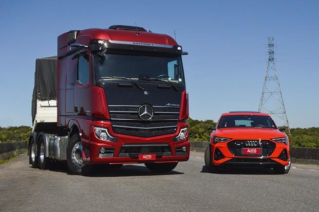 Avaliamos os primeiros veículos com retrovisores eletrônicos do Brasil: Mercedes Actros e Audi e-tron (Foto: André Schaun)
