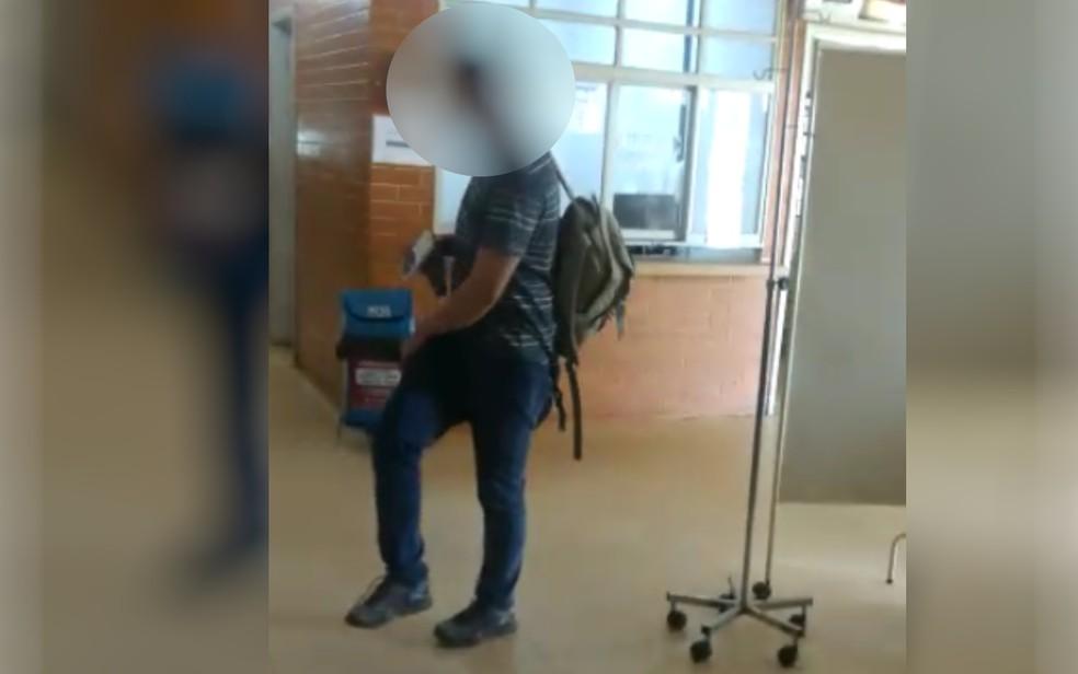 Paciente denuncia médico embriagado trabalhando em unidade de saúde de Goiânia — Foto: Reprodução/TV Anhanguera