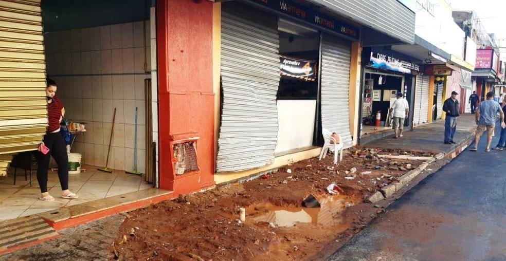 Lojas destruídas com a chuva em São Carlos — Foto: A CidadeON/São Carlos