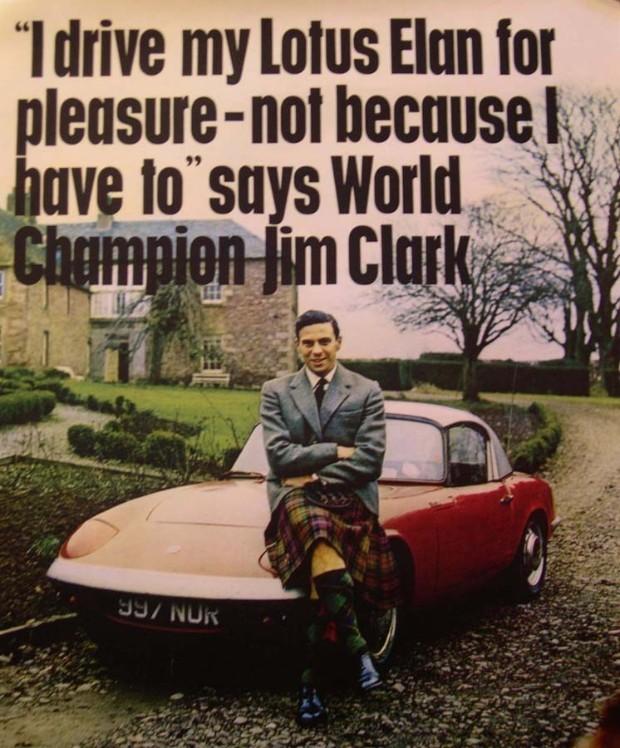Jim Clark posa à frente de um Lotus Elan, lançado na década de 1960 (Foto: Reprodução)