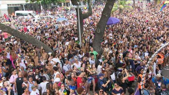 Parada Gay de Copacabana acontece sem verbas da prefeitura e com estrutura reduzida