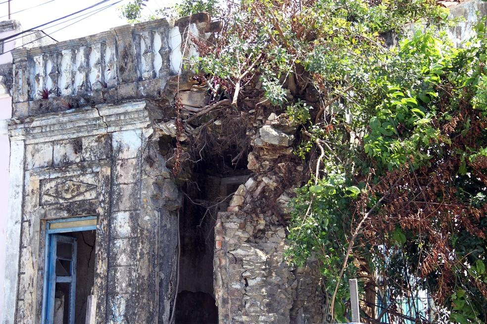 Prédios do Centro de João Pessoa estão em ruínas e correm risco de desabamento (Foto: André Resende/G1)