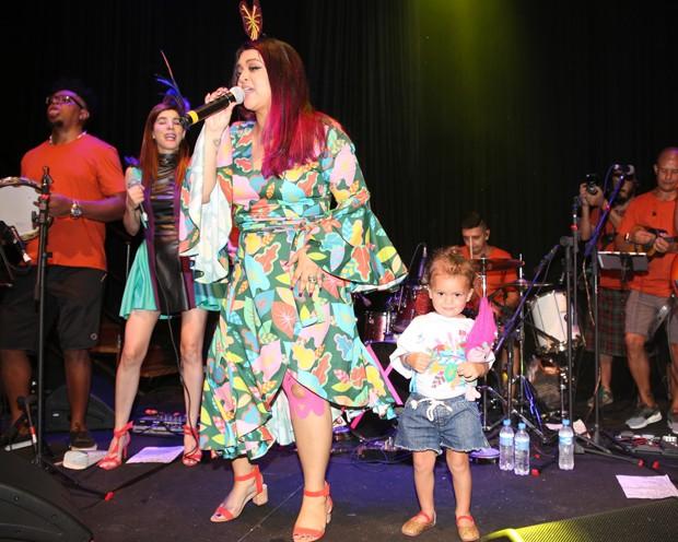 Preta Gil e a neta, Sol de Maria (Foto: Thiago Duran, Webert Belicio e Wesley Costa/AgNews)