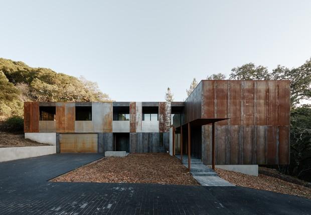 Casa sustentável reverencia árvores esculturais (Foto: Joe Fletcher Photography/Divulgação )