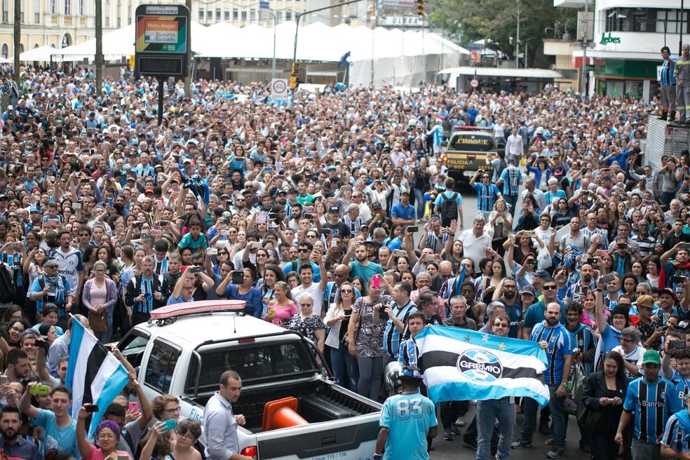Milhares de gremistas se reuniram para receber elenco tri da América em Porto Alegre (Foto: Luciano Amoretti/Grêmio)