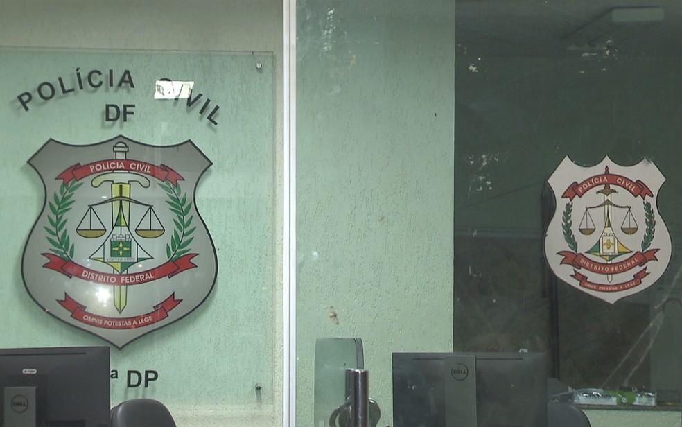 Interior da 19ª delegacia de polícia em Ceilândia, no Distrito Federal — Foto: TV Globo/Reprodução