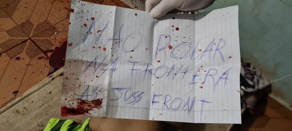 Bilhete foi deixado ao lado do corpo da vítima — Foto: Polícia paraguaia/Reprodução