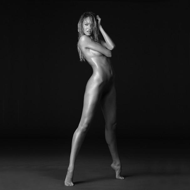 Candice Swanepoel por Russell James (Foto: reprodução/Instagram)