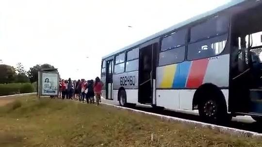 Ônibus com 70 passageiros é flagrado fazendo transporte pirata no DF
