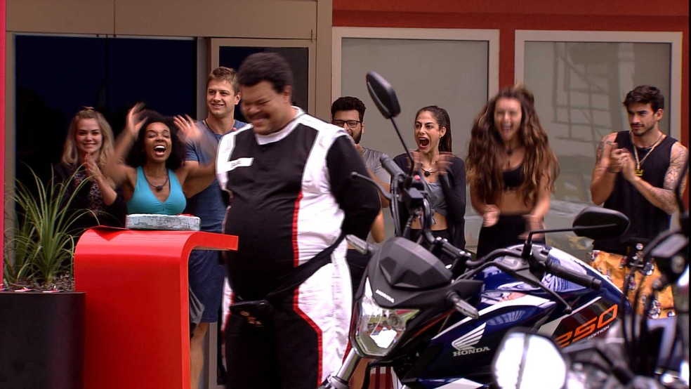 Babu é o novo Anjo do BBB20 e Hadson ganha uma moto  — Foto: Globo