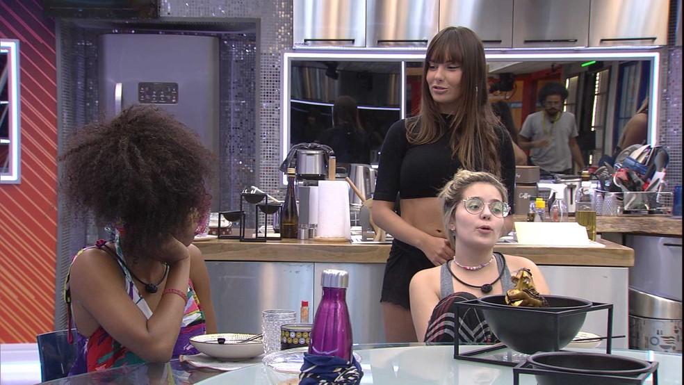 Viih Tube brinca com Thaís e Juliette sobre Fiuk no BBB21: 'Não sei quem era mais iludida' — Foto: Globo
