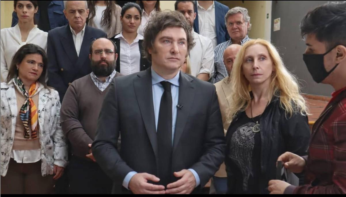 O ultradireitista que virou fenômeno eleitoral na Argentina